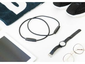 ible Airvida M1 Wearable Ionic Air Purifier with Titanium Necklace (Black) (1pc)