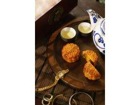 Eaton HK Yat Tung Heen Wooden Jewelry Boxes - Mini White Lotus Seed Paste Mooncake with Egg Yolk (1 box)